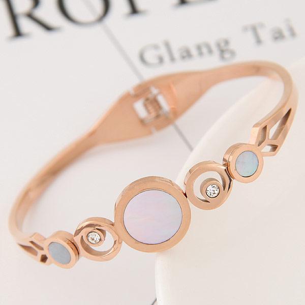 титан браслет на запястье/щиколотку, с Белая ракушка, плакированный цветом розового золота, с чешский хрусталь, 58x48mm, внутренний диаметр:Приблизительно 58mm, длина:Приблизительно 7 дюймовый, продается PC