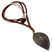 Коровьей ожерелье, Шнур из натуральной кожи, с пеньковый трос & цинковый сплав, Листок, Покрытие под бронзу старую, может быть использован как ожерелье или свитера & регулируемый, длина:19.6-31.5 дюймовый, 5пряди/Лот, продается Лот