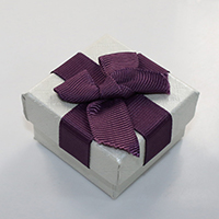Kartonowe pudełko na pierścienie, Tektura, ze Gąbka & Wstążka rypsowa, Prostokąt, z motywem kokardki, 50x52x31mm, 24komputery/wiele, sprzedane przez wiele