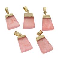розовый кварц подвеска, с цинковый сплав, Трапеция, плакирован золотом, природный, 14x24x4mm-15x27x5mm, отверстие:Приблизительно 4x7mm, продается PC