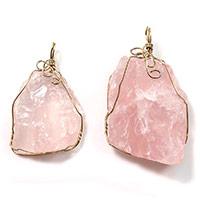 розовый кварц подвеска, с Латунь, плакирован золотом, природный & разнообразный, 28-33x46-57x9-16mm, отверстие:Приблизительно 4x6mm, 5ПК/Лот, продается Лот