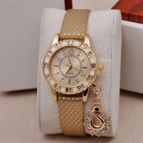Модные часы ручные женские